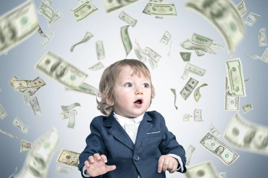 Bebê e chuva de dinheiro