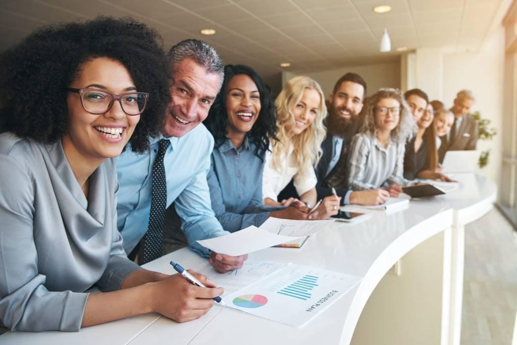 Grupo diverso no trabalho