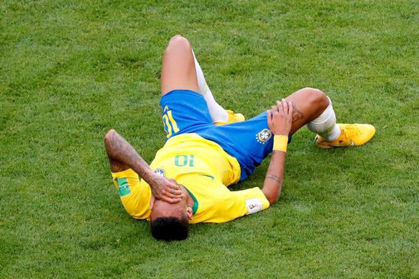 Neymar durante jogo da seleção contra o México