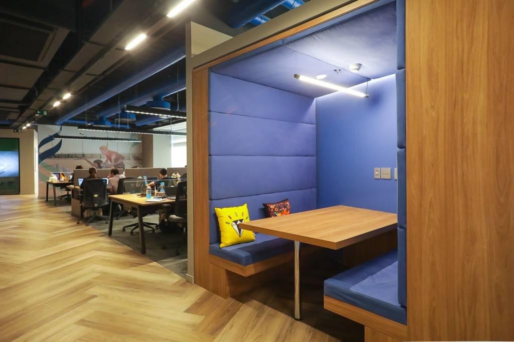 Área para reuniões informais, no 6°andar do novo escritório da Unilever