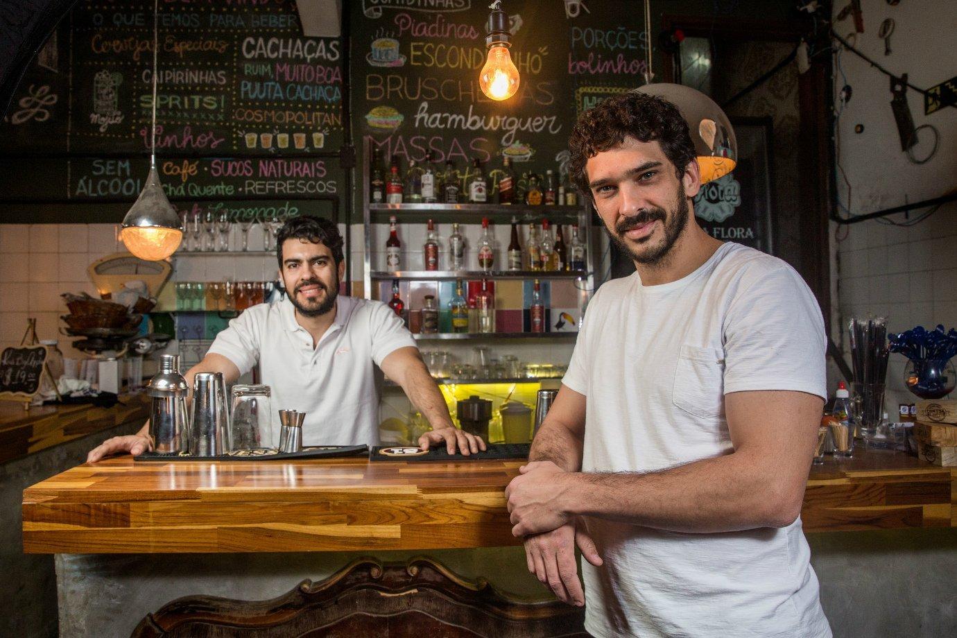 Cristiano Nunes e Igor Macedo, proprietários do Garagem Pompeia Bar