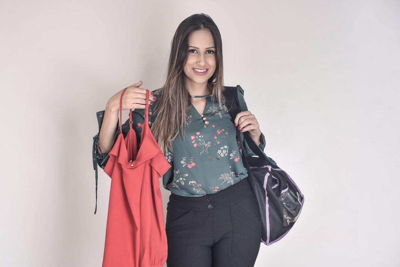Daniela Almeida: ela trabalha em uma consultoria de TI das 9h às 18h e também tem a Side Chic para a venda de roupas online