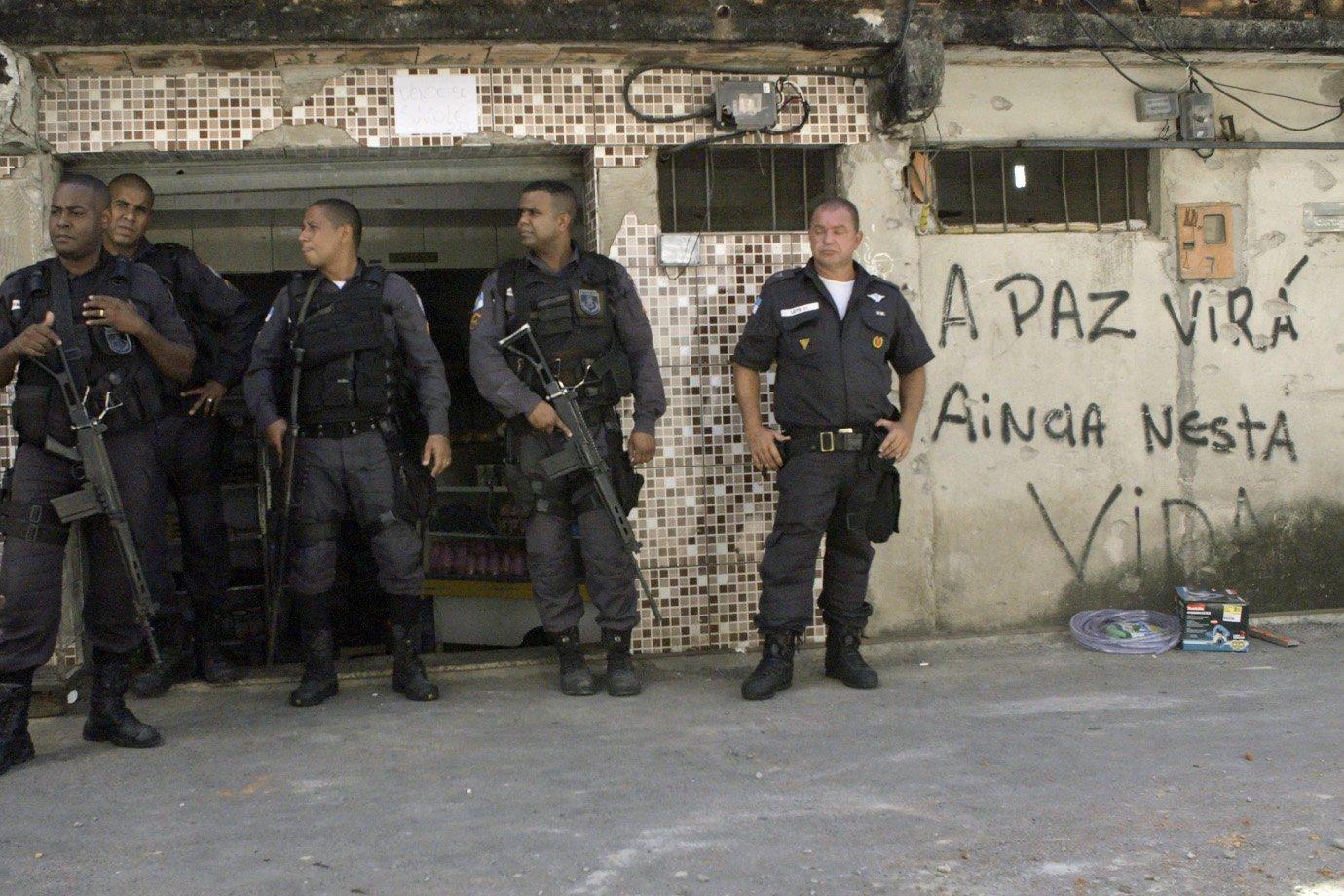 """Cena do filme """"América Armada"""""""