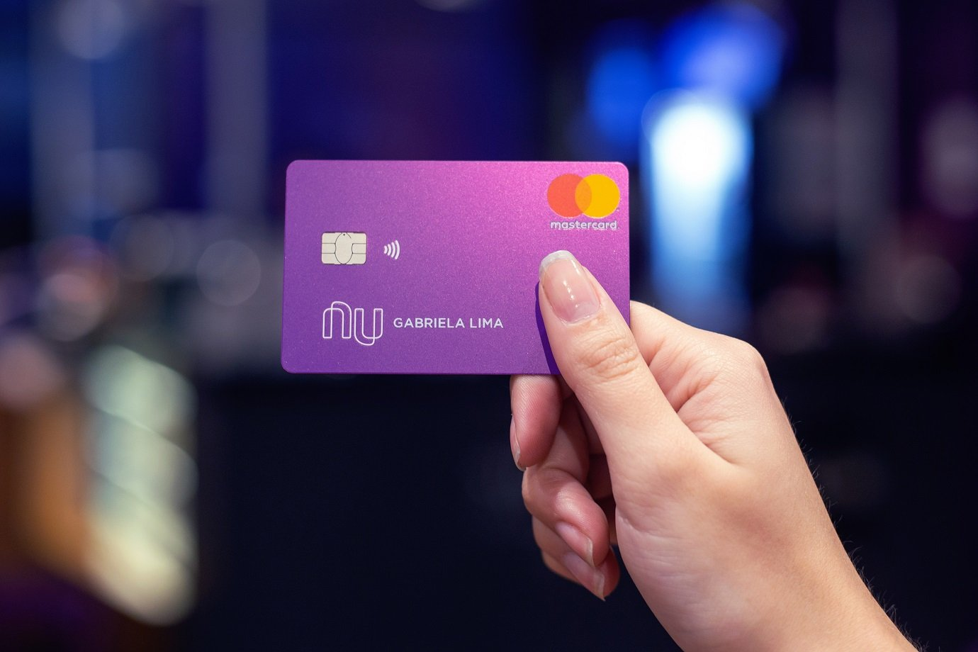 Novo design do cartão Nubank, com tecnologia contacless