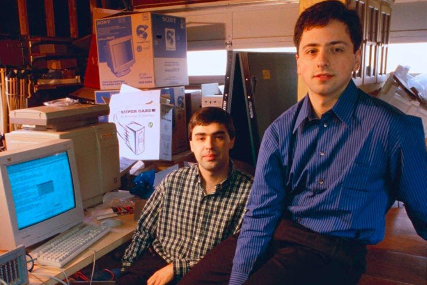 Larry Page e Sergey Brin na garagem que sediava o Google