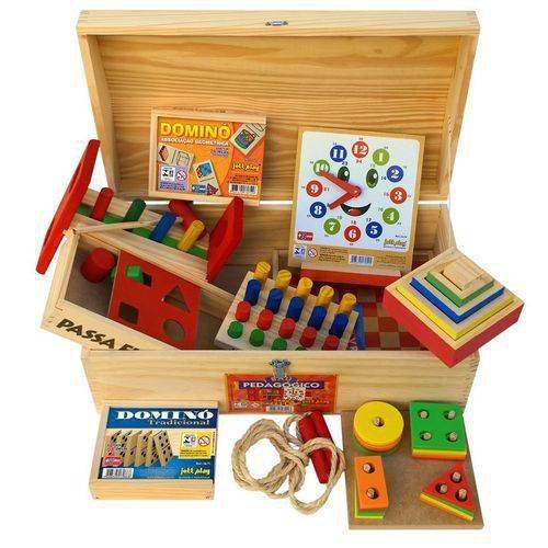 Baú com 10 jogos de madeira, vendido por R$ 294,40 no site do Shoptime