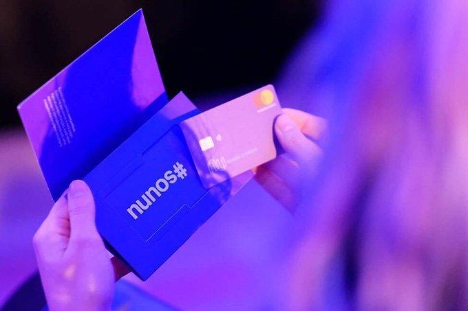 """Foto do evento de """"unboxing"""" da Nubank, que bateu recorde mundial."""