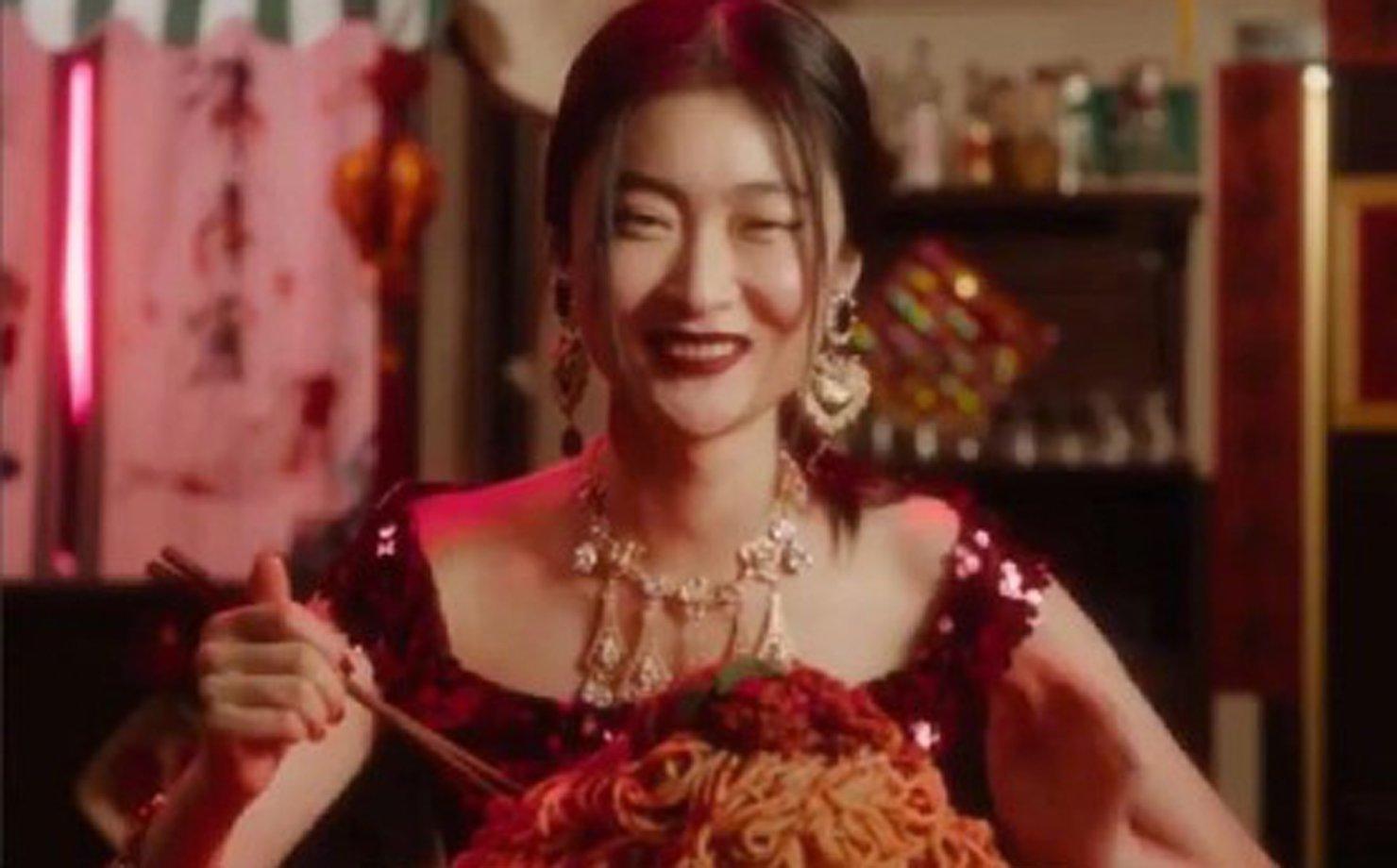 Chinesa em suposto vídeo publicitário da Dolce & Gabbana