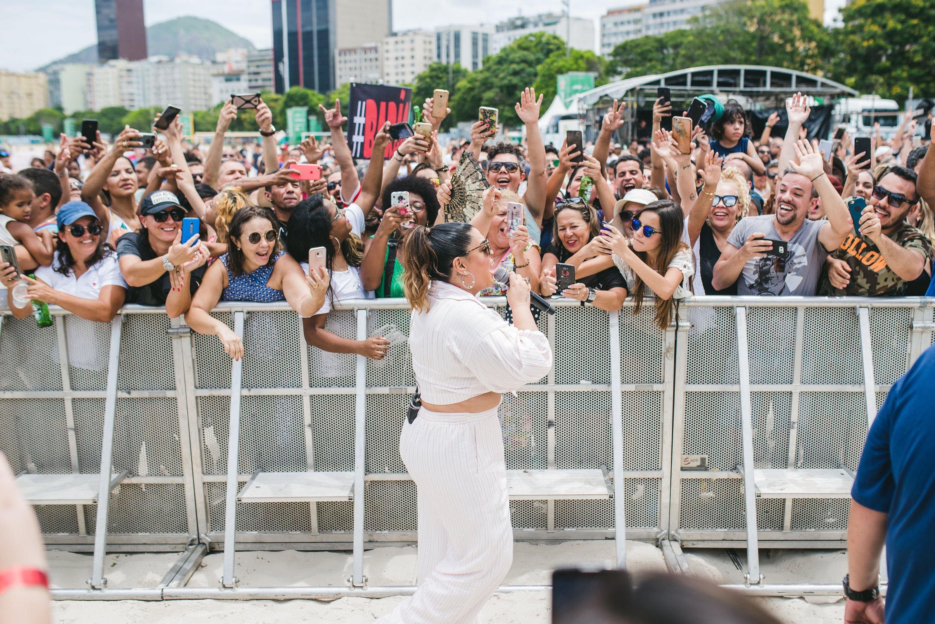 Preta Gil se apresenta durante evento da Heineken no Rio
