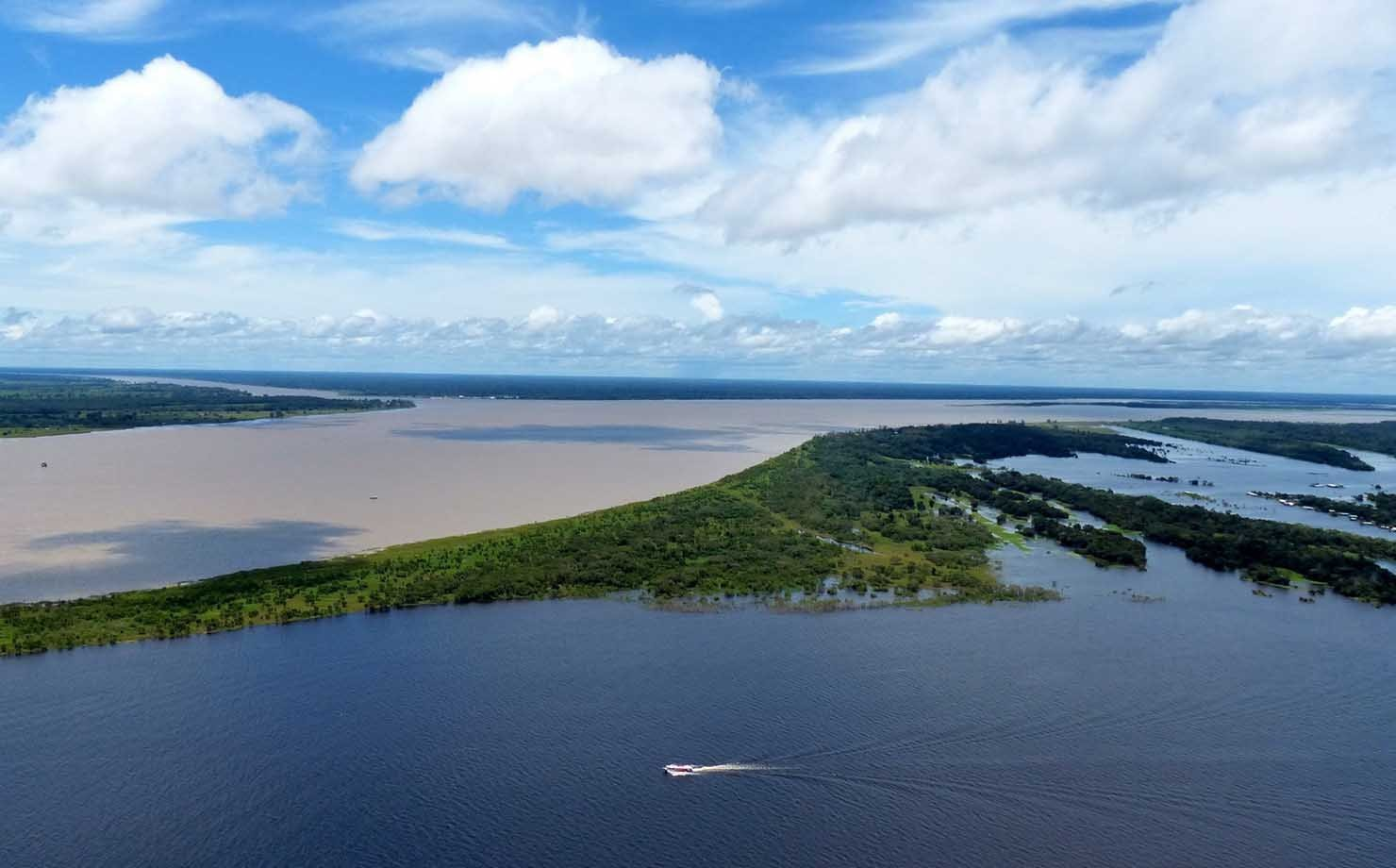 Encontro das águas do Rio Negro, em Manaus