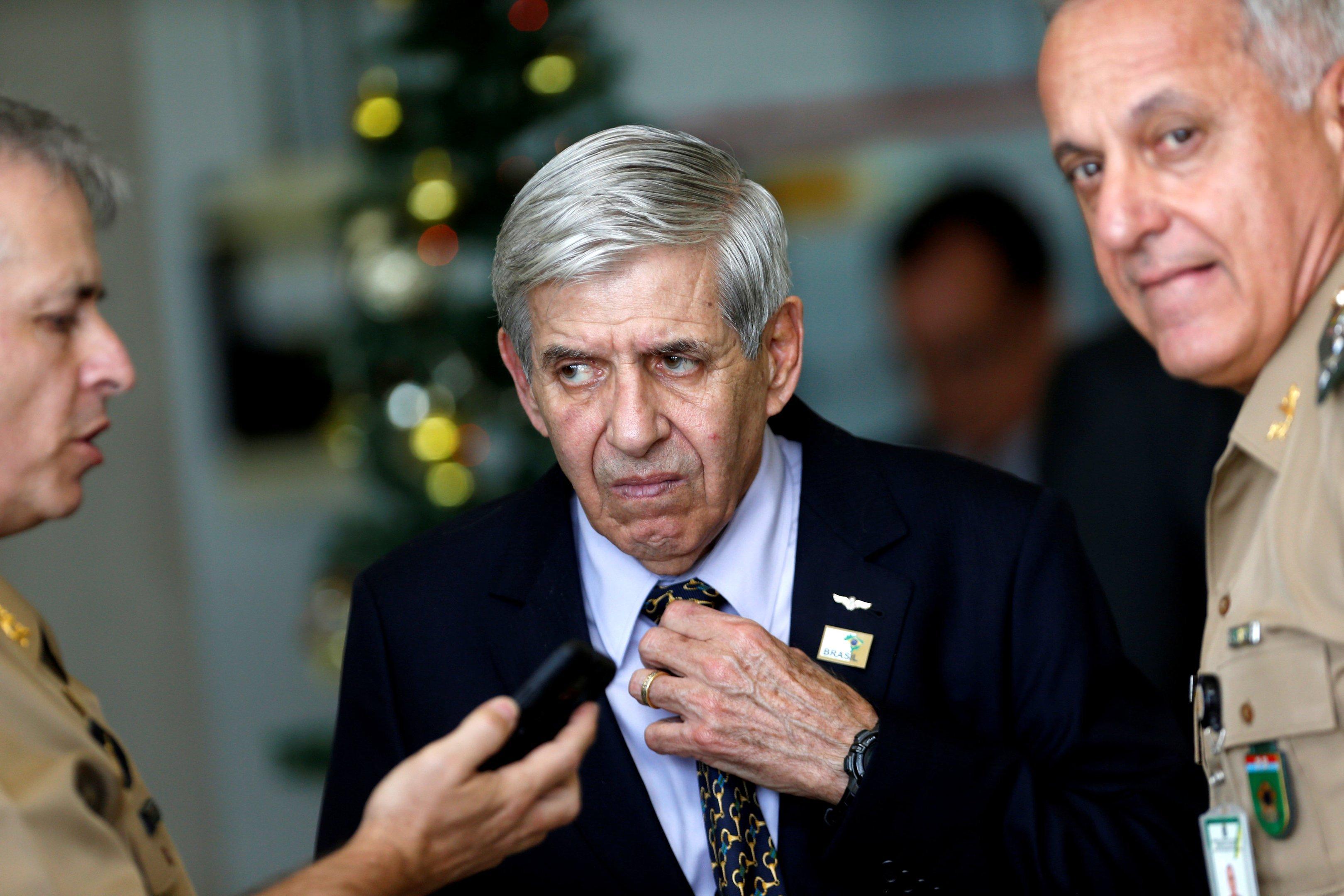 Com críticas, Celso de Mello arquiva notícia-crime contra general Heleno