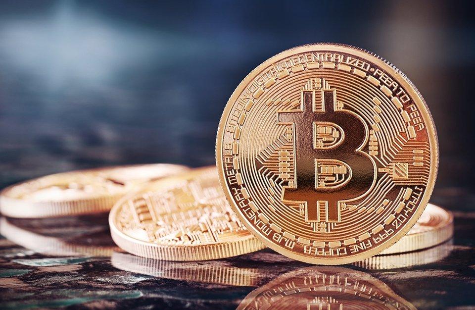 eu deveria investir em bitcoin