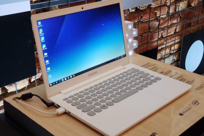 Notebook Samsung Flash Intel Celeron 128 GB SSD