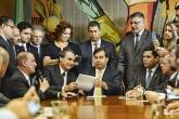 Jair Bolsonaro entrega o texto da reforma da Previdência
