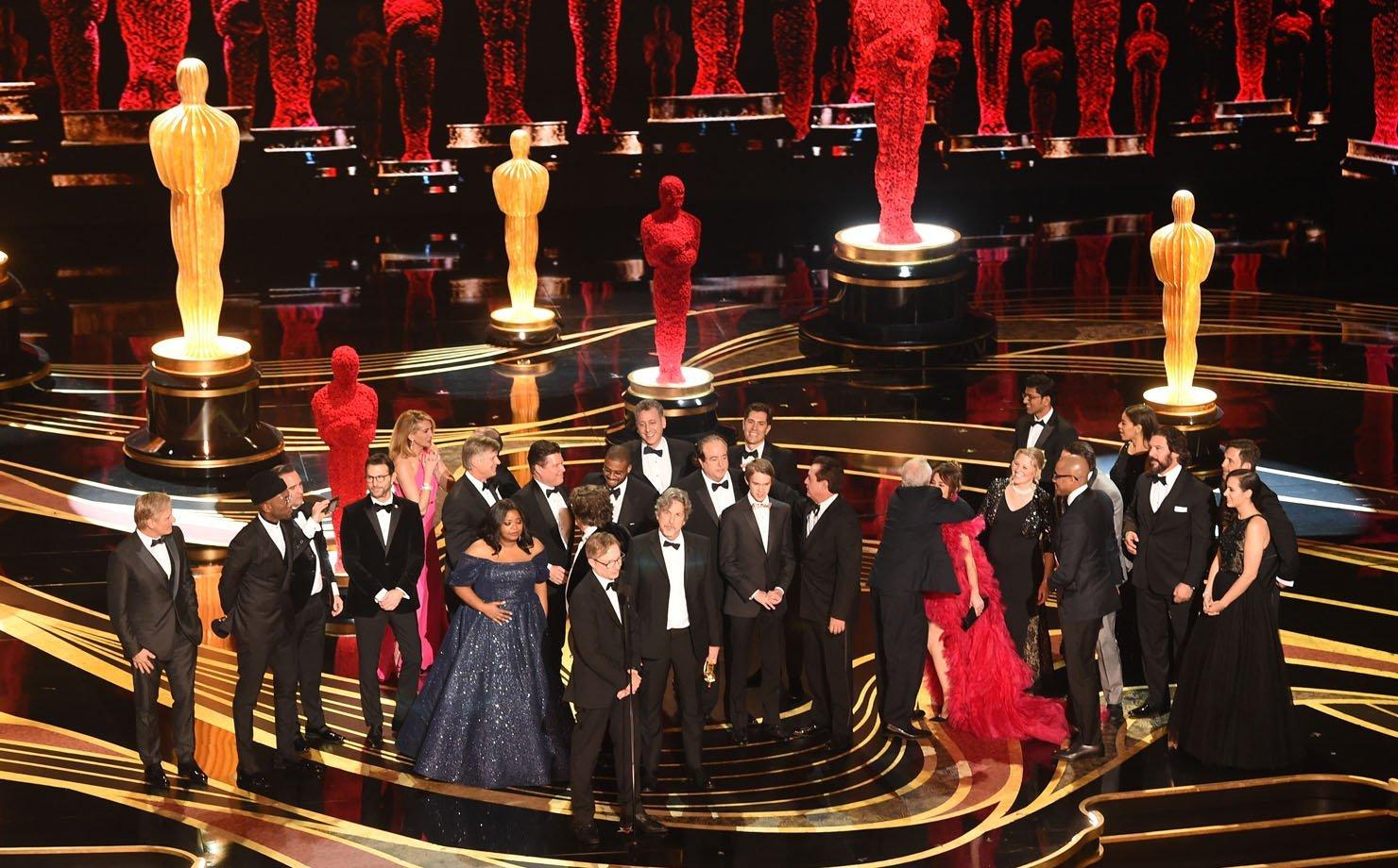 """Elenco, produtores e diretor de """"Green Book"""" recebem o Oscar de """"Melhor Filme"""""""