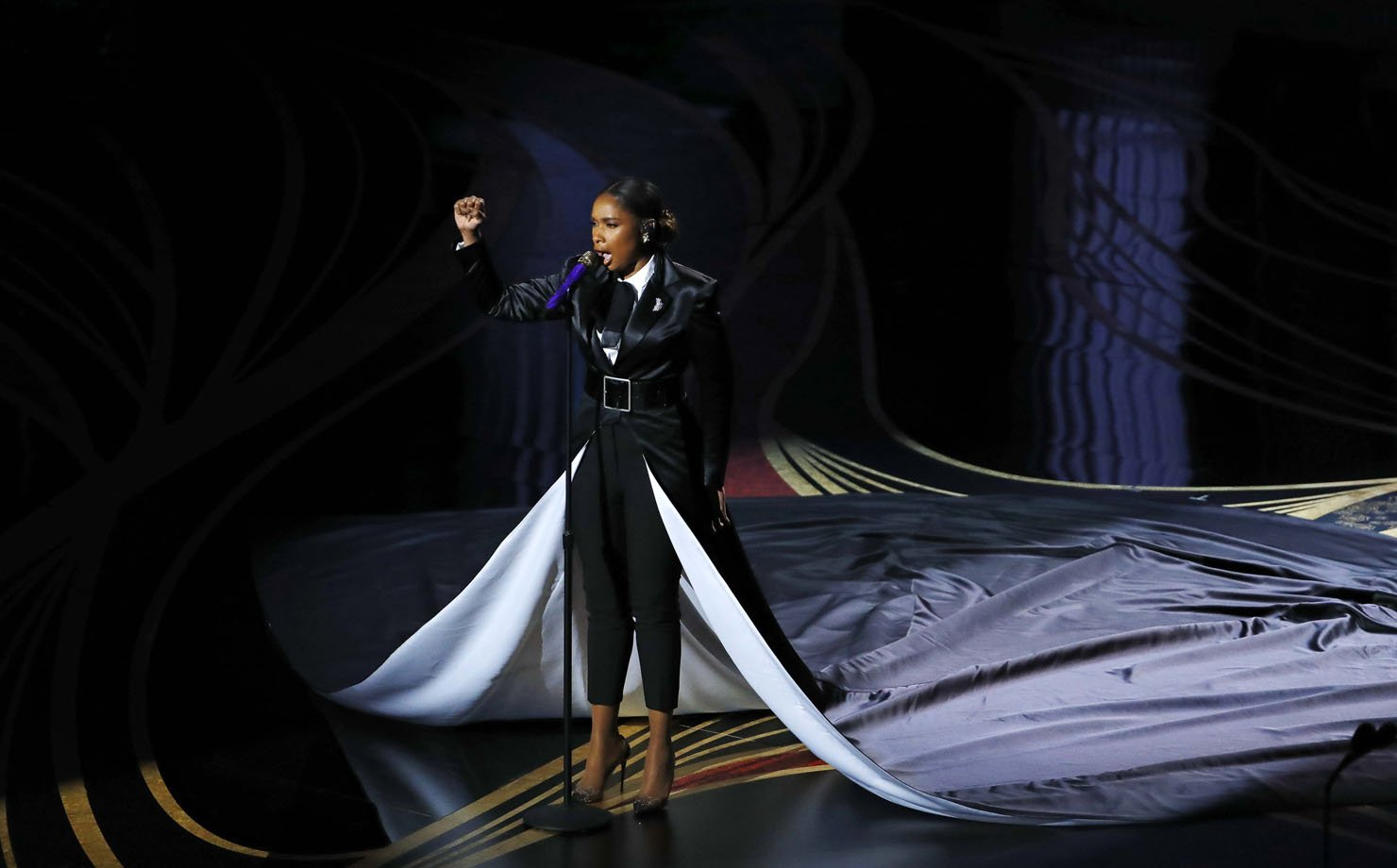 """Jennifer Hudson canta """"I'll Fight"""" do documentário """"RBG"""" durante a cerimônia do Oscar"""