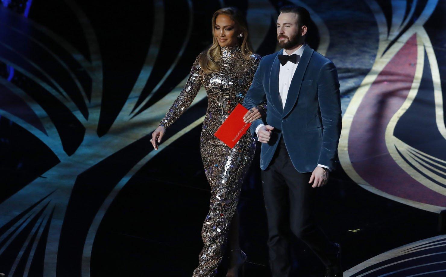 Jennifer Lopez e Chris Evans, apresentadores do Oscar 2019