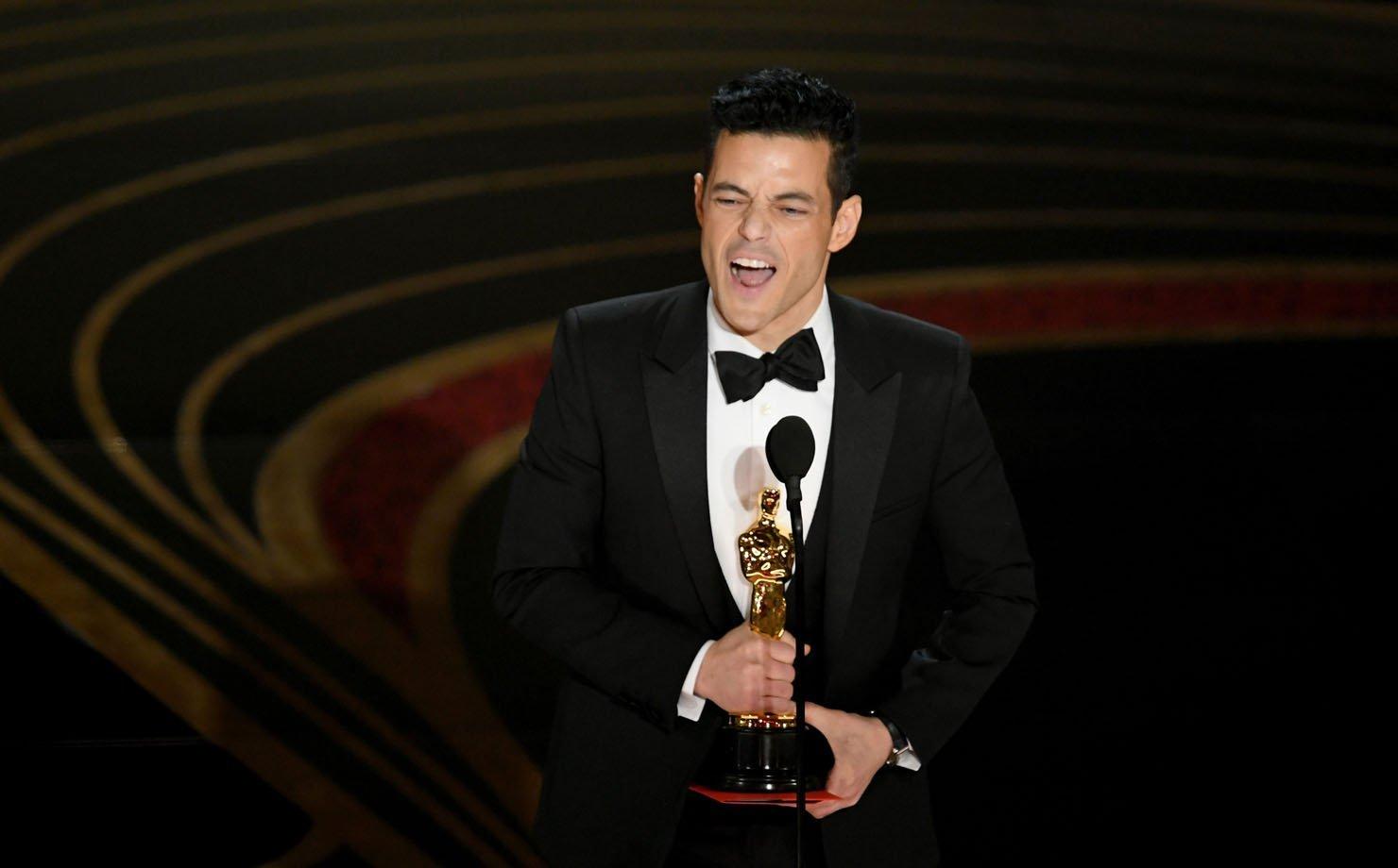 """Rami Malek recebe o Oscar de """"Melhor ator"""" por sua atuação em """"Bohemian Rhapsody"""""""