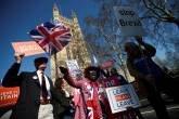 Britânico anti e pró-Brexit protestam na frente do Parlamento em Londres