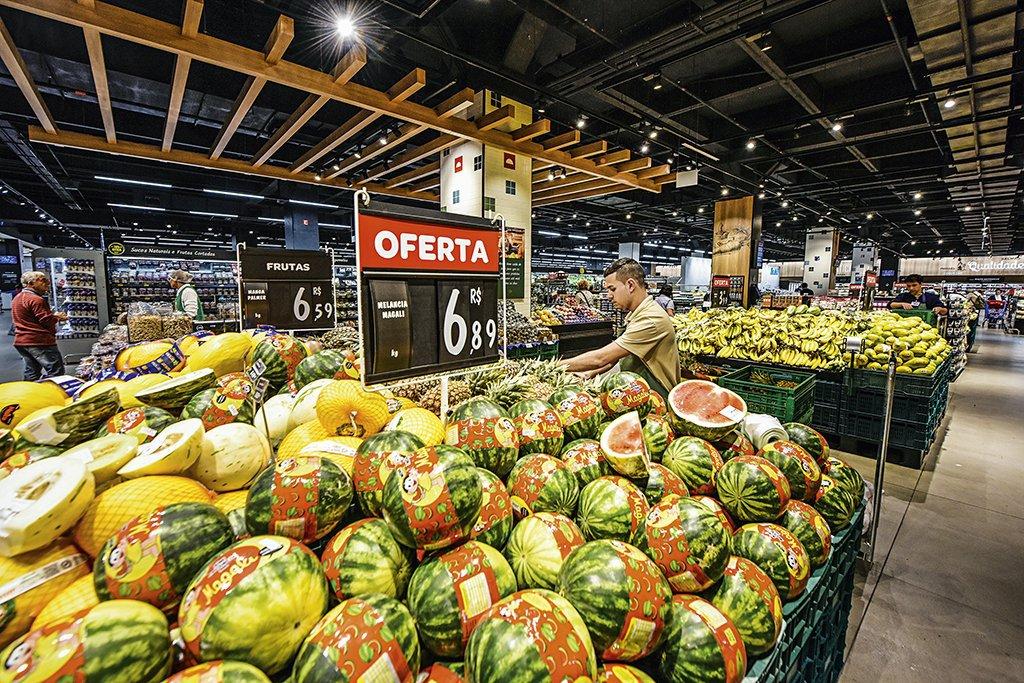 Carrefour da Rua Pamplona e Shopping