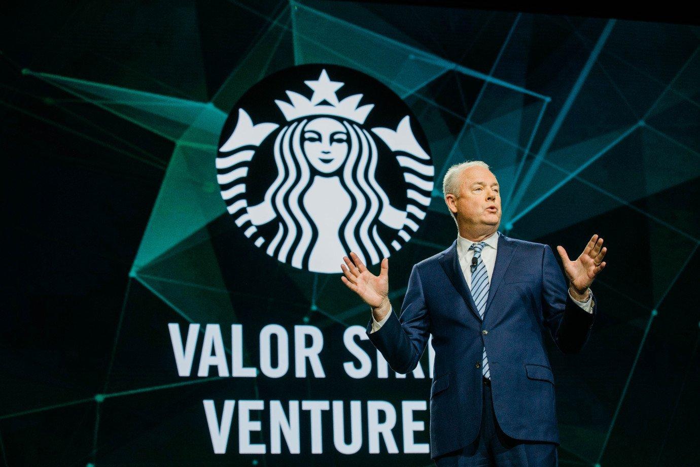 Kevin Johnson, CEO da Starbucks, em reunião anual de acionistas da rede de cafeterias em 2019