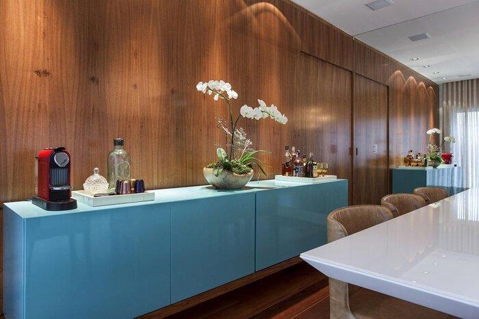 Projeto da MeyerCortez Arquitetura & Design utiliza revestimento na parede