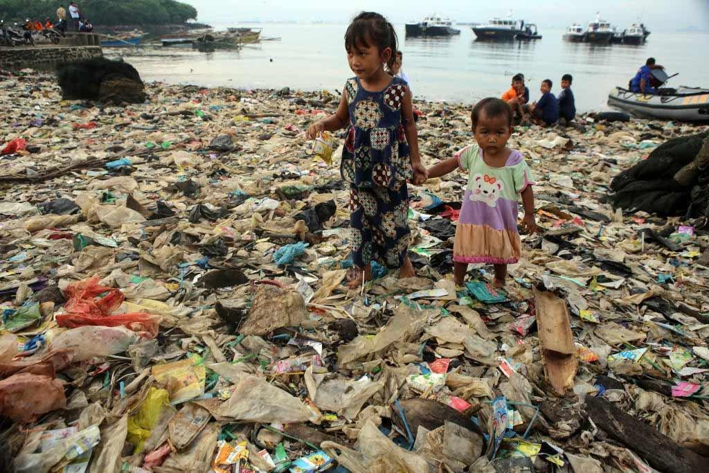 Poluição dos oceanos por plástico custa ao mundo US$2,5 trilhões por ano | Exame