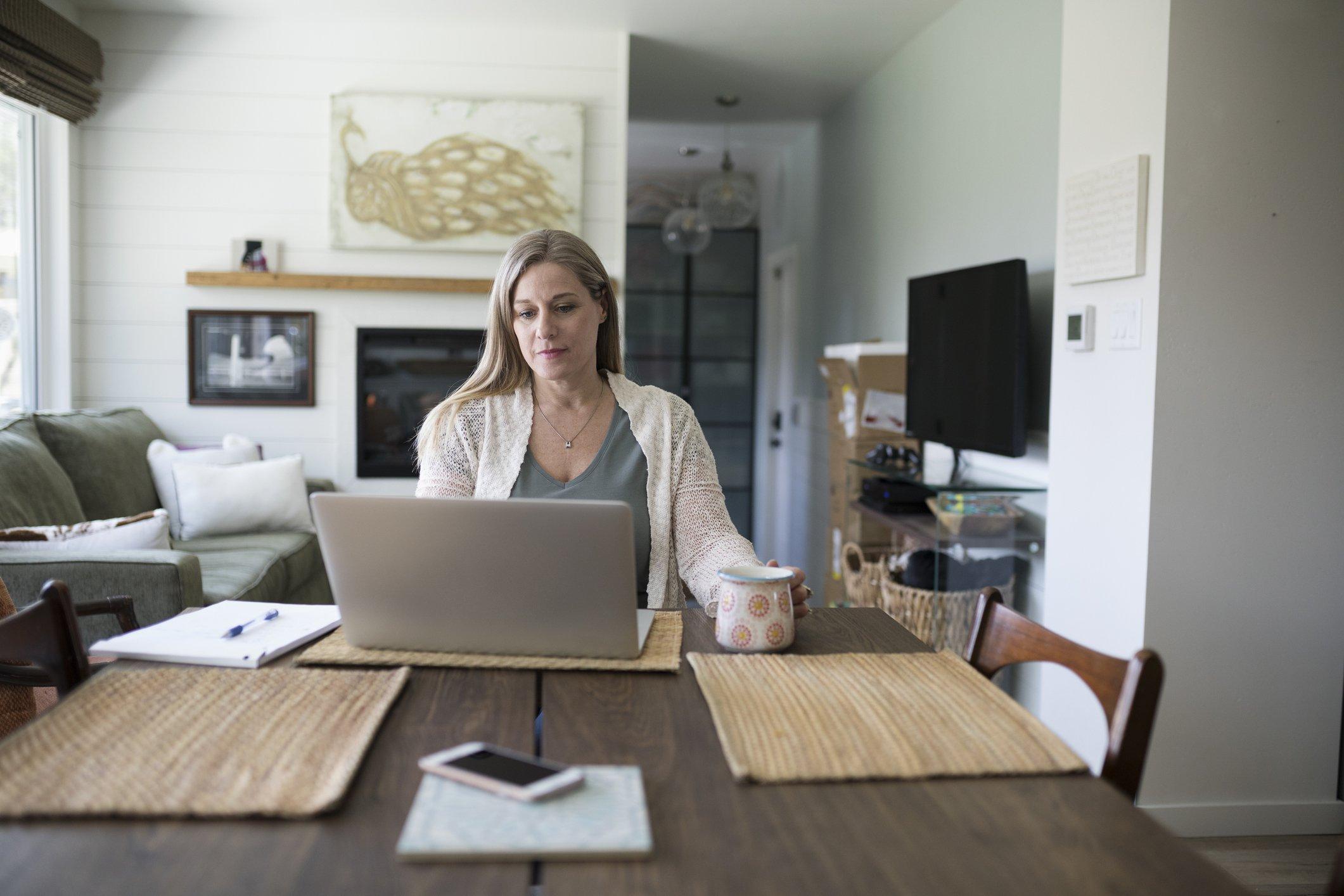 O lado sombrio de home office e trabalho remoto: a solidão   Exame