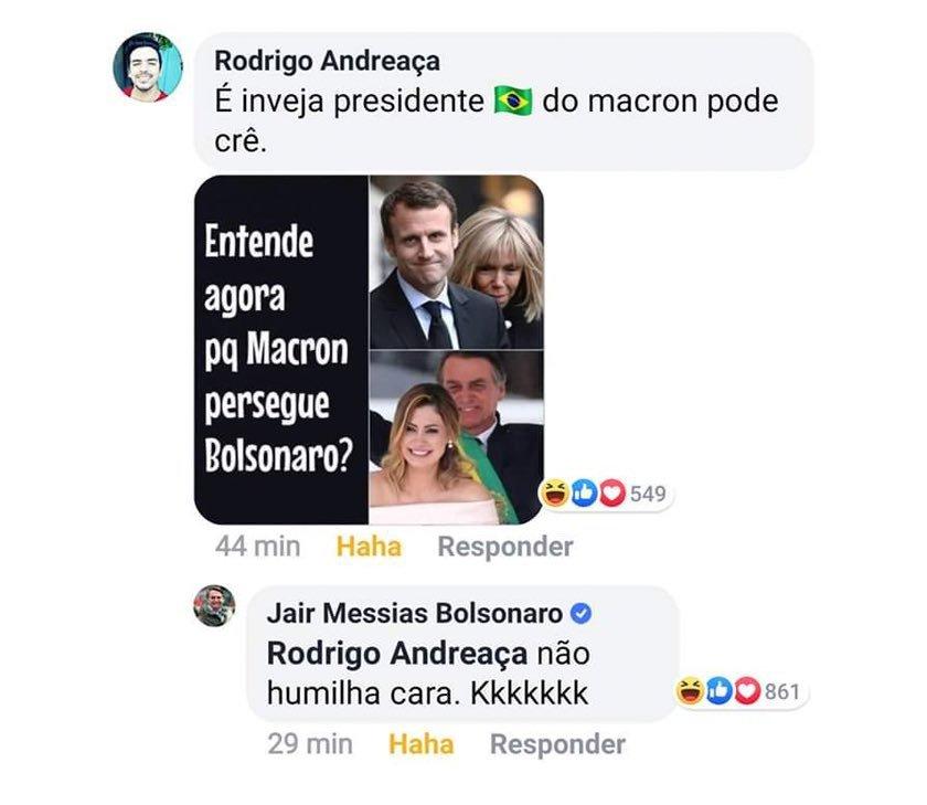 """Seguidor posta foto de Macron e a mulher em um post do presidente brasileiro, com a legenda: """"Agora entende por que Macron persegue Bolsonaro?"""". O próprio respondeu: """"Não humilha cara. Kkkkkkk"""""""