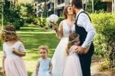 Pais deixam filho usar vestido em casamento e são criticados