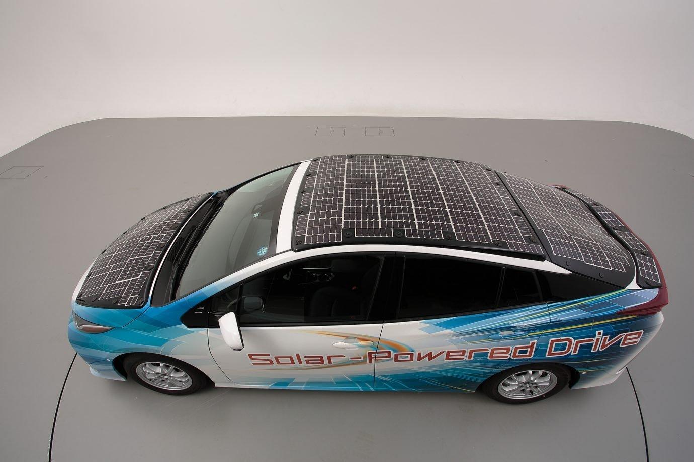 Novo modelo do Prius, da Toyota, com painéis solares