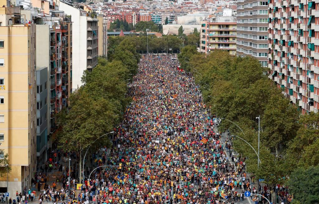 Espanha: protestos em Barcelona contra a prisão de líderes separatistas da Catalunha