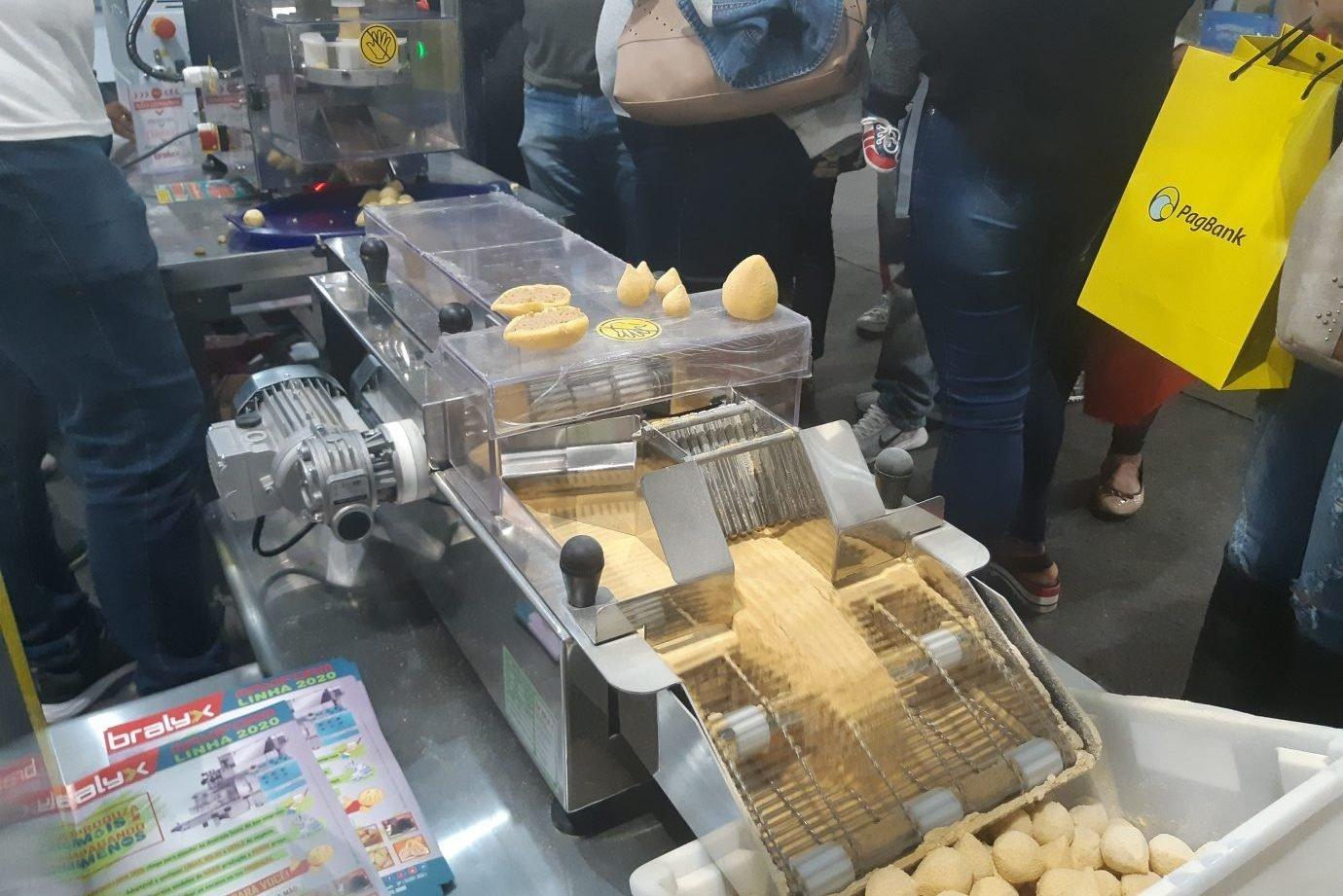 Máquina de empanar coxinhas da Bralyx