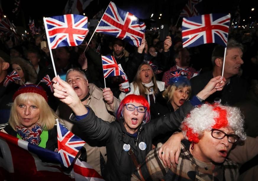 Britânicos comemoram saída da União Europeia