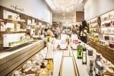 Iniciativas sustentáveis: loja da empresa de cosméticos Natura, que recicla a embalagem de seus produtos | Leandro Fonseca