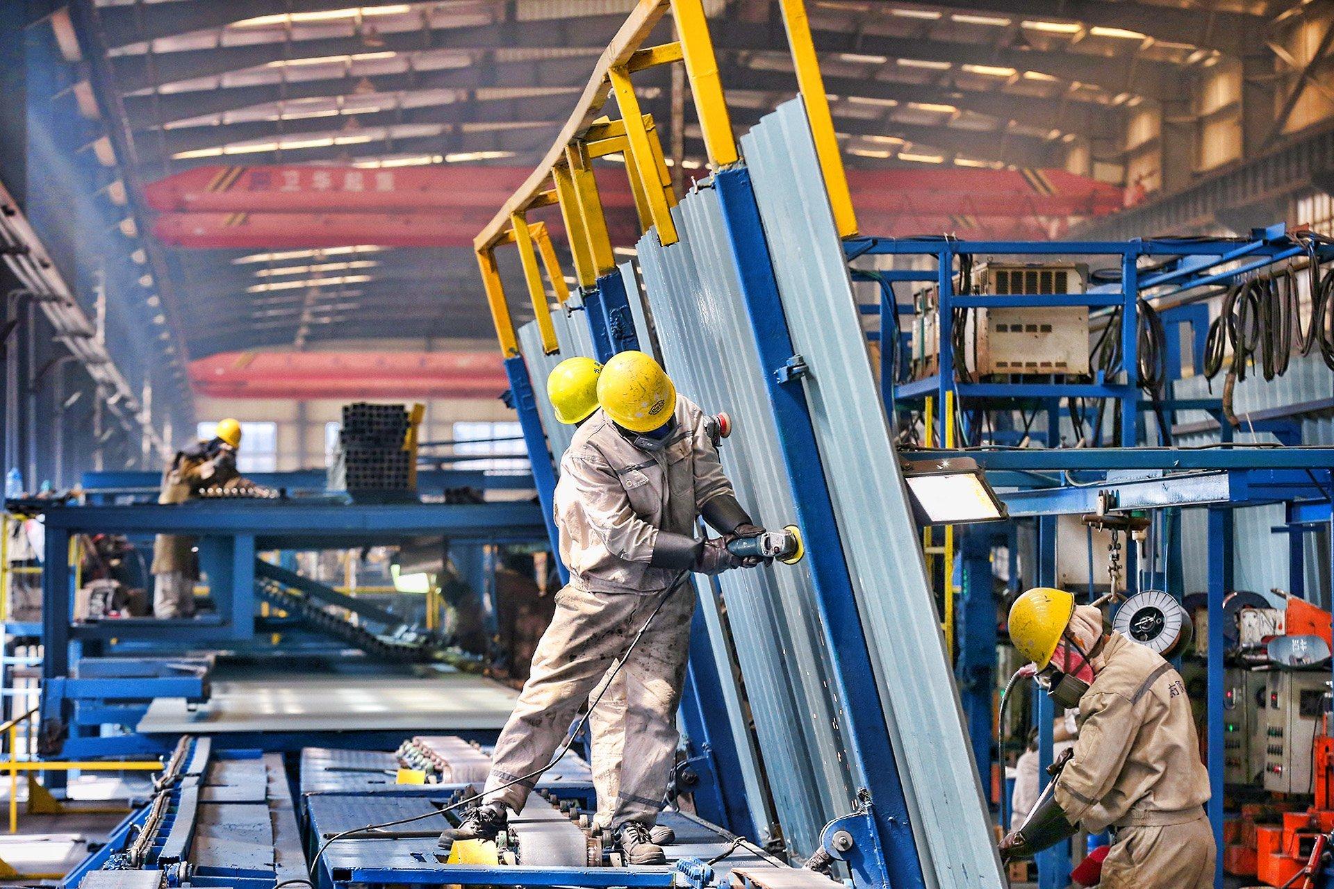 Crescimento da indústria da China recua para mínima em 15 meses em julho