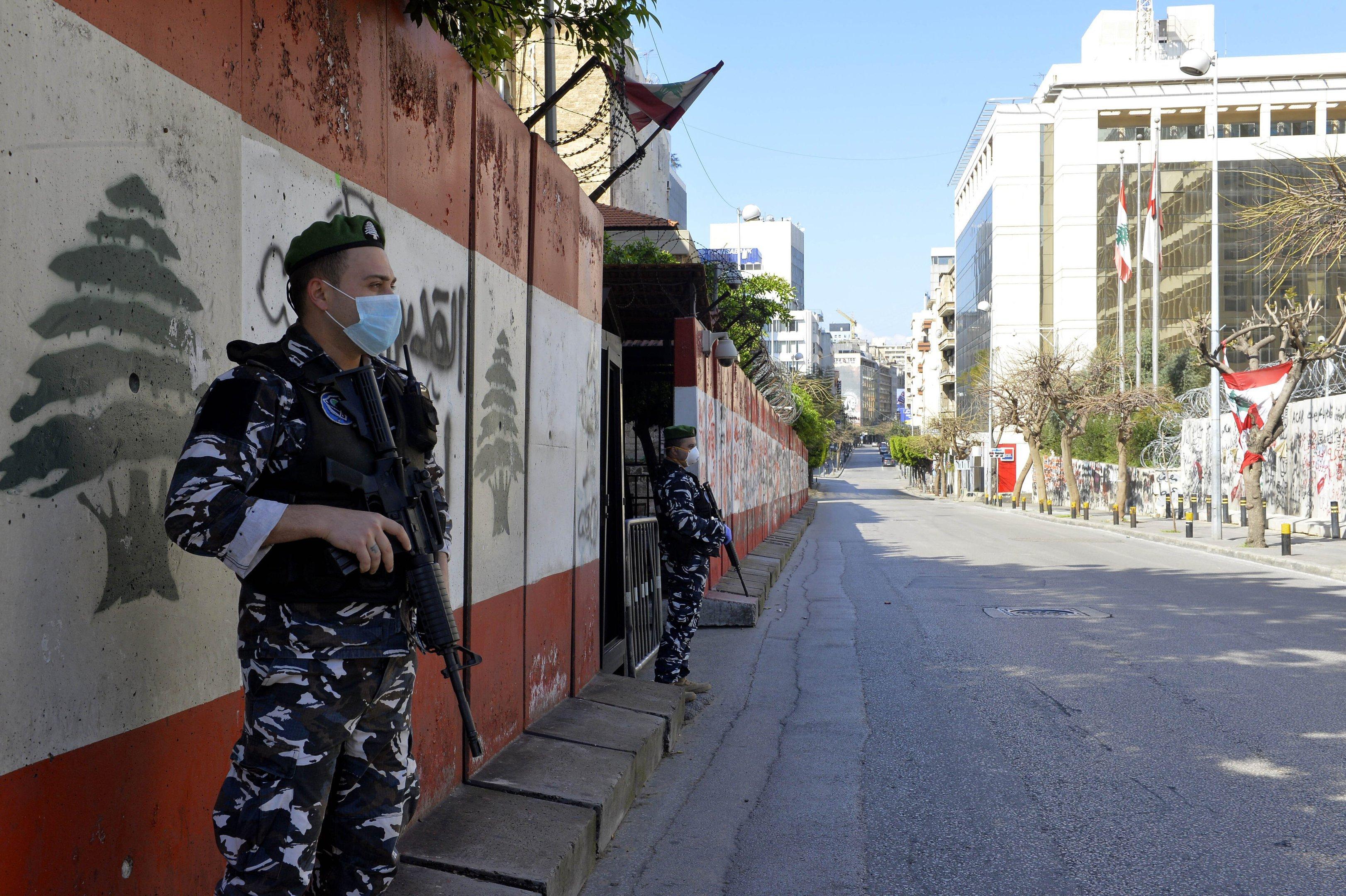 Líbano, Beirute, 22 de março de 2020: Forças de segurança vigiam ruas em meio ao estado de emergência por conta do coronavírus.