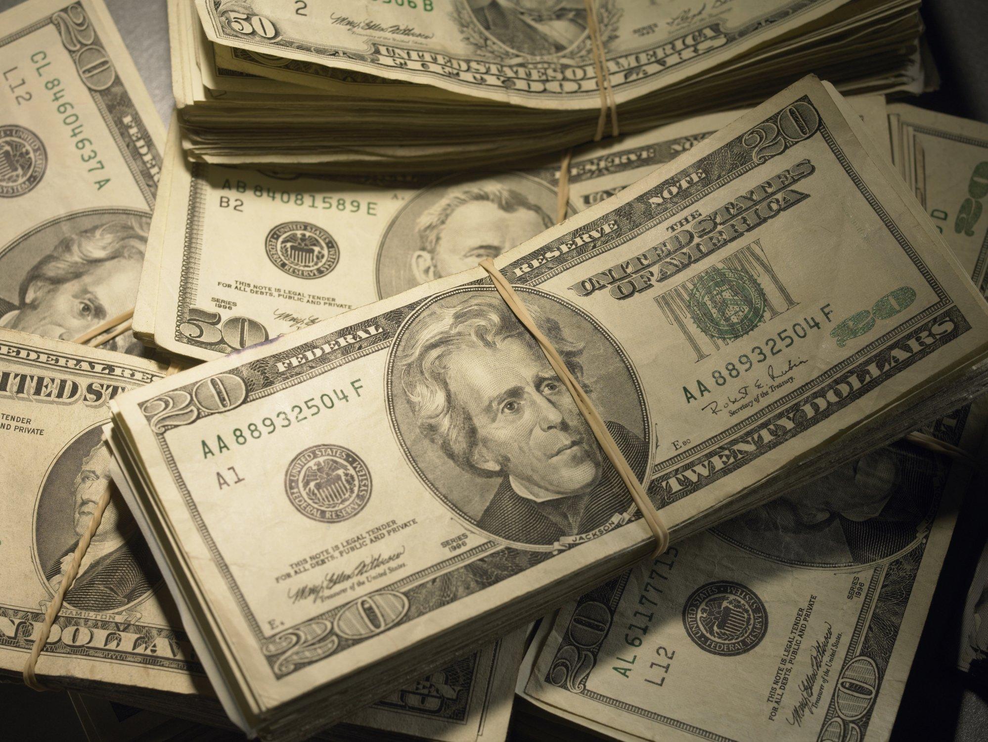 Dólar Fecha Em Queda De 1 à Espera