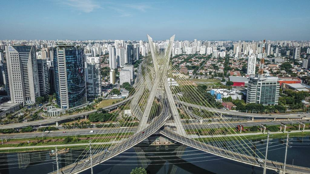 Ponte Estaiada durante quarentena de coronavírus em São Paulo