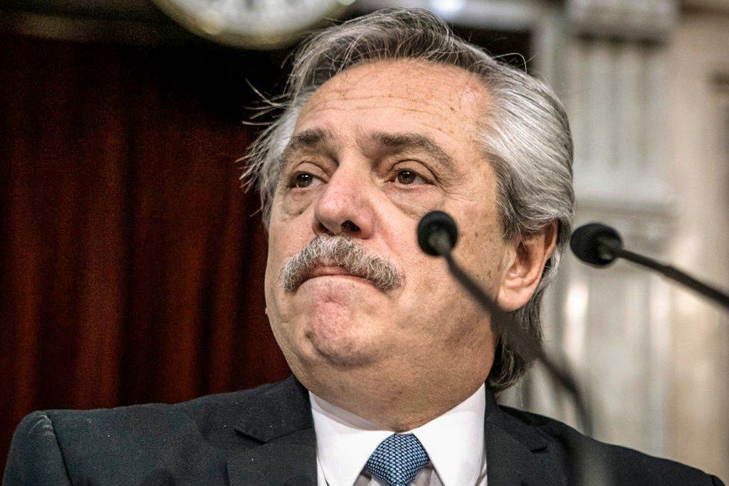 Presidente da Argentina, Alberto Fernández, diz a Uruguai e Chile que epidemia no Brasil põe região em risco