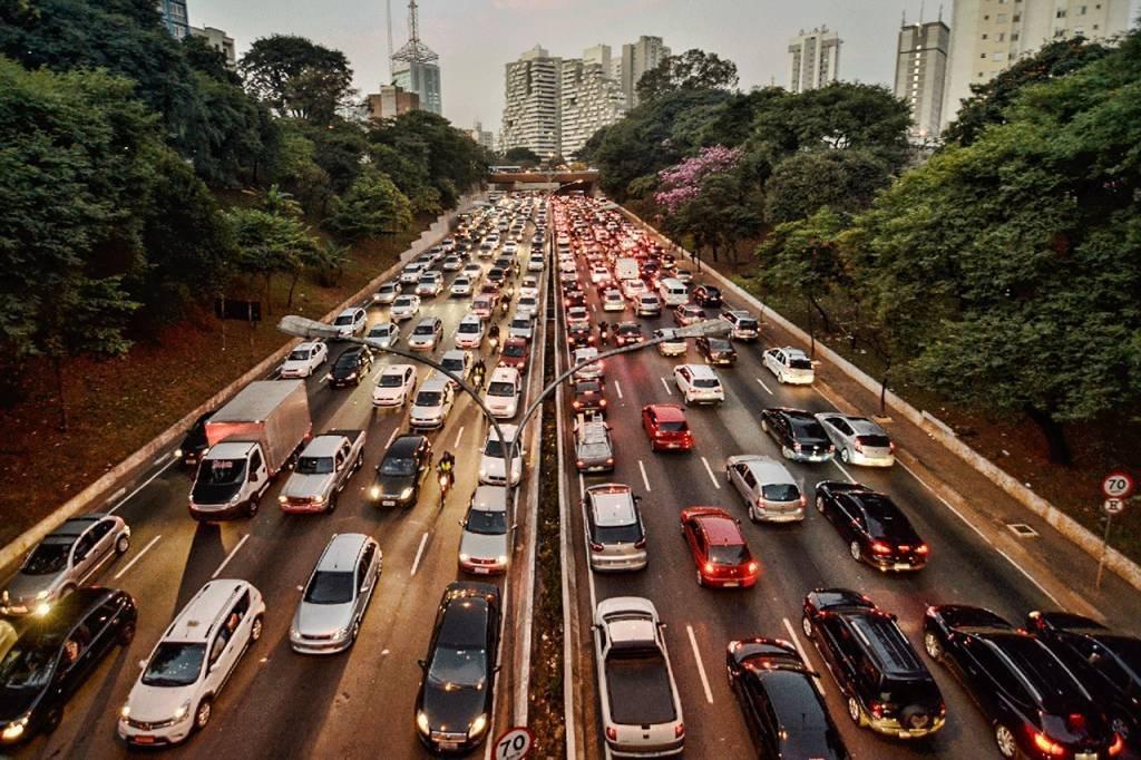 Carros; Veículos; Trânsito