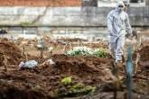 Cemitério no Rio de Janeiro durante pandemia de coronavírus