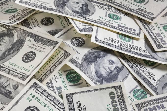 Para Alfredo Menezes, o dólar vai sofrer pressão adicional no fim de ano por causa da necessidade de compra pelos bancos