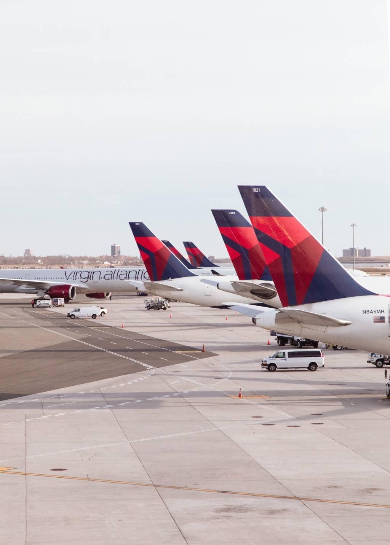 Aviões da Delta no John F. Kennedy International Airport: pouca demanda