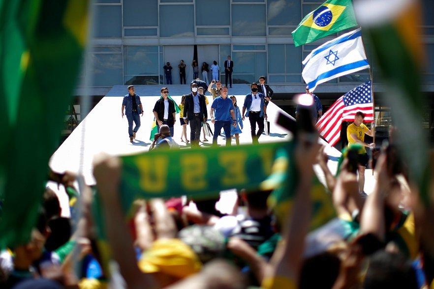 Casos ainda aumentam e protestos podem disseminar covid-19, diz Opas
