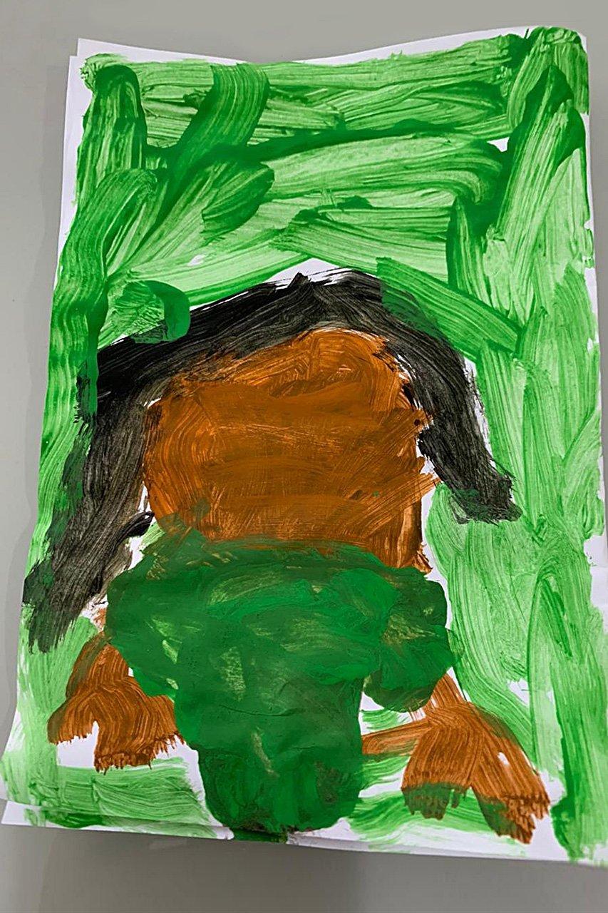 Heitor, de 5 anos, fez uma arte da sua mãe com a camiseta da empresa, Rubia Cardoso, que é gerente de Operações da PicPay