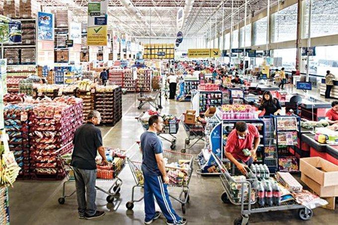 Clientes em supermercado