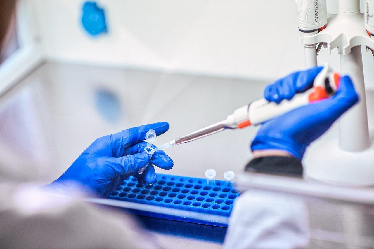 AstraZeneca vai testar vacina de Oxford contra coronavírus no Brasil