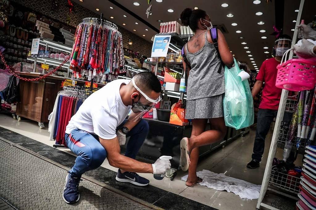 Reabertura do comércio e das lojas de rua em São Paulo após quarentena pelo coronavírus