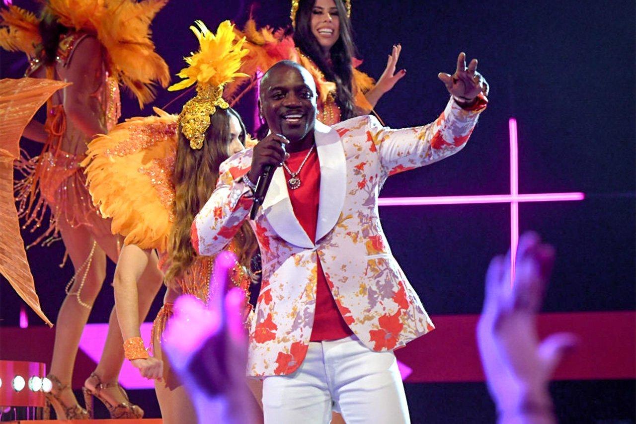 Cantor Akon planeja lançar criptomoeda no mês que vem